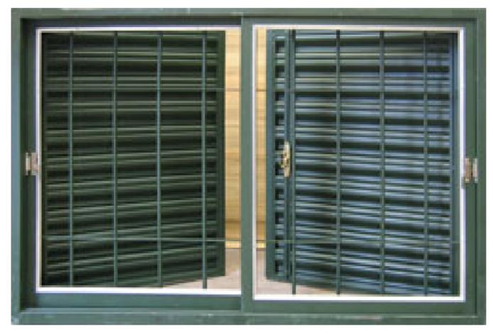 Materiales: ventanas de chapa.