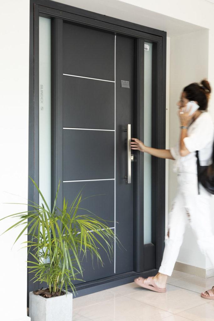 Cómo colocar una puerta de entrada.