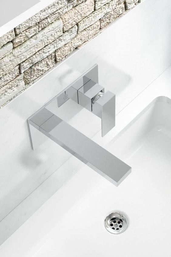 Las griferías de pared son una gran opción para darle estilo a tu baño.