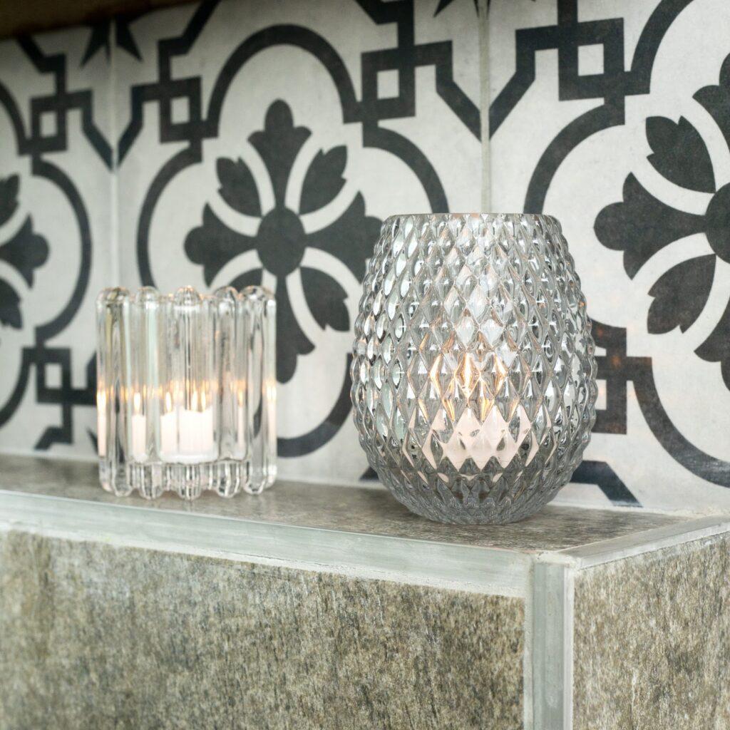 Combiná porcelanatos en los nichos de tus paredes.