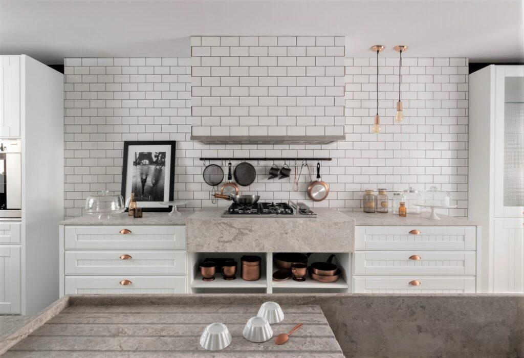 Usá colores claros en tu cocina moderna.