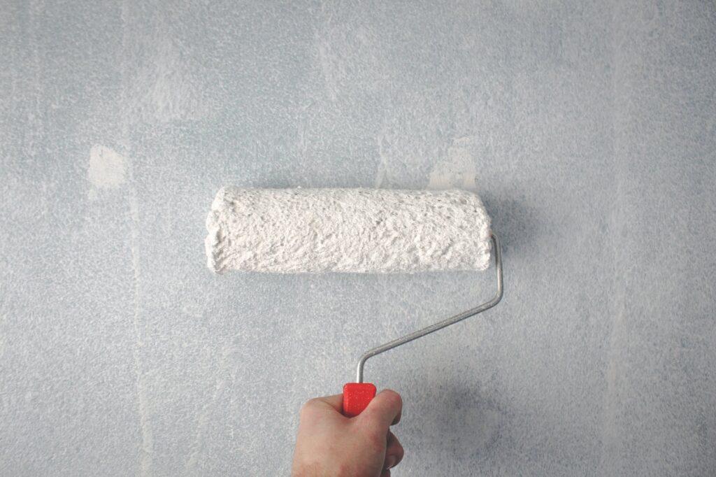 Cómo pintar una pared con rodillo