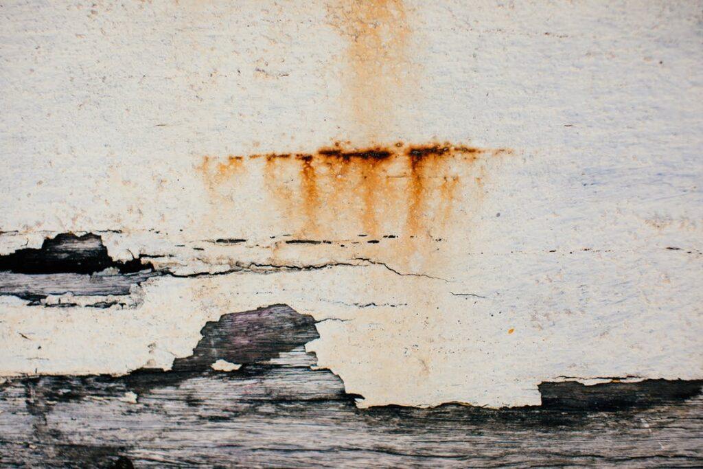 Cómo pintar una pared muy antigua y desgastada