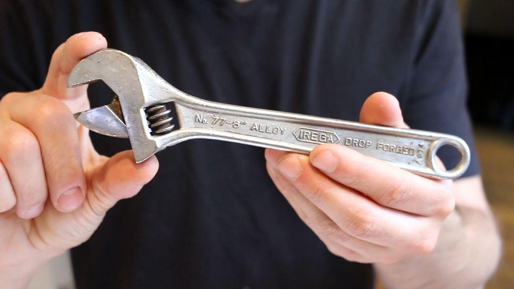 Una llave inglesa