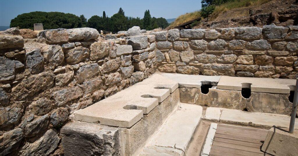 Letrinas públicas del imperio romano - historia de los inodoros